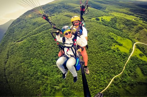 girl in tandem pargliding