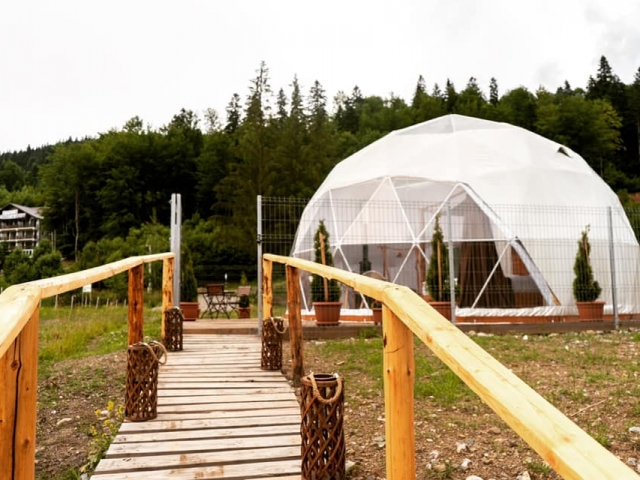 Path to the igloo