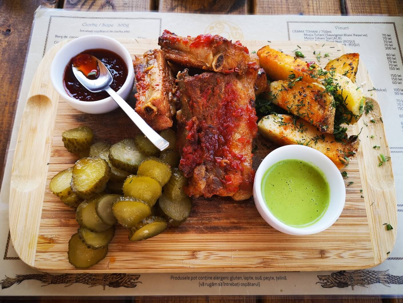 Pork ribs with potatoes, pickles and hot pepper jam