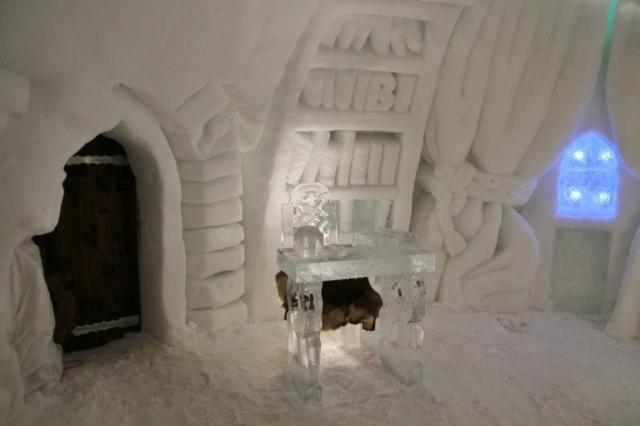Ice sculptures inside Alpeniglu icehotel