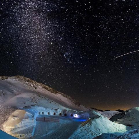Night view over the Iglu Lodge