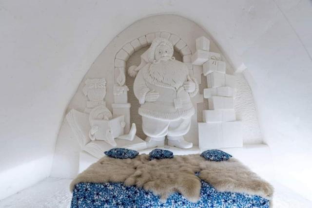 Room ice sculpture
