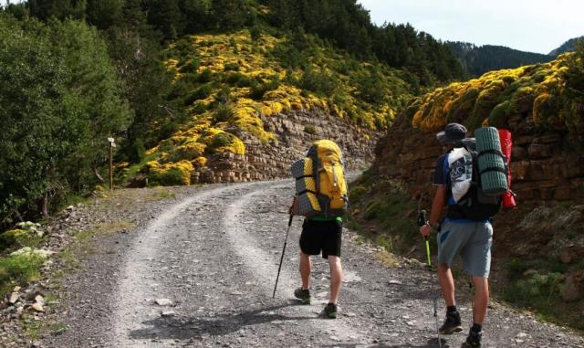 People hiking in Ordersa National Park