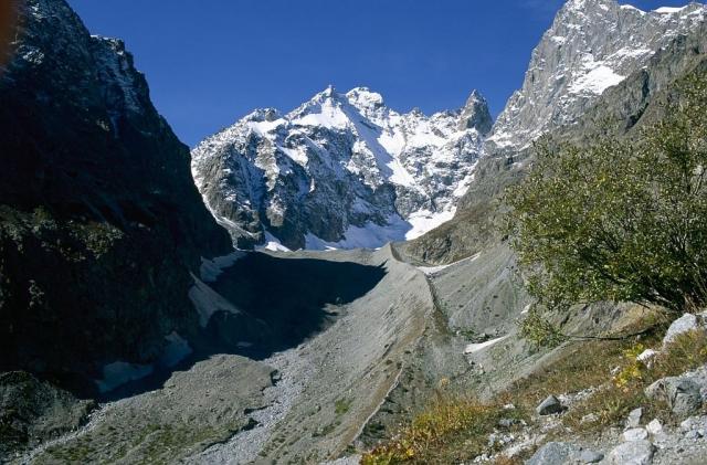 Snowy mountain peaks in Ecrins National Park