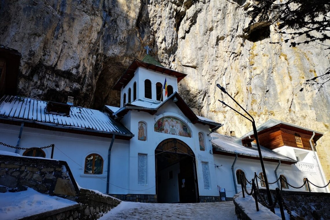 Entrance to the Ialomita monastery and cave